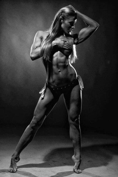 Голая девушка с спортивной фигурой идея
