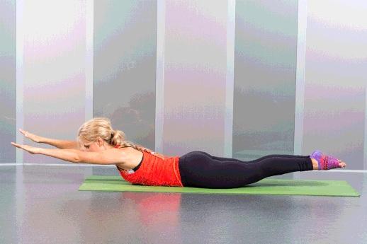 Тренировка пилатес для начинающих в домашних условиях Упражнение Пловец