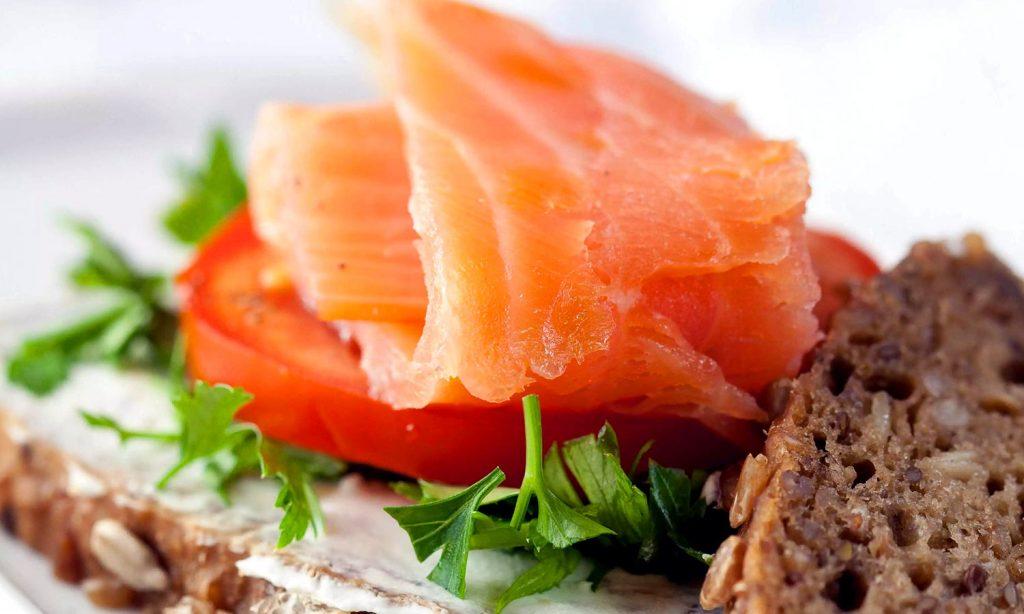 Бутерброд с лососем фото
