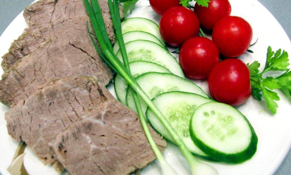 Отварная говядина с овощами фото