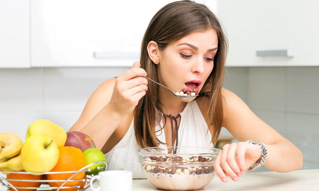 Как ограничивать объем еды вечером