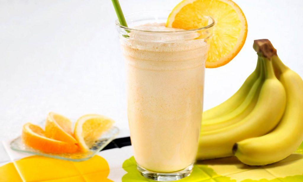 Коктейль из апельсинов и бананов с молоком
