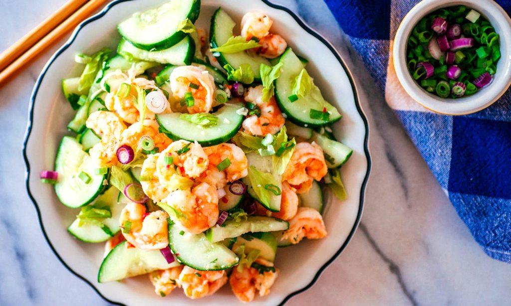 Салат из огурцов с морепродуктами