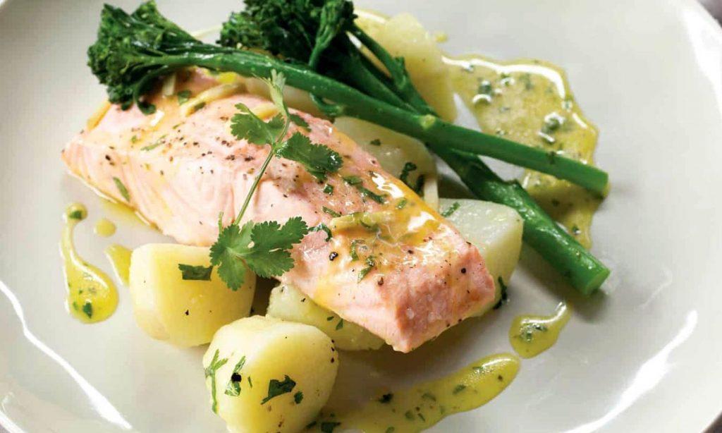 Вареная рыба с картофелем