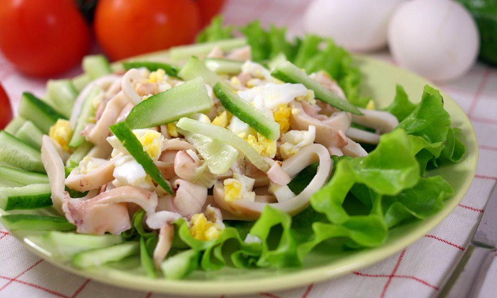 Яичный салат с кальмарами